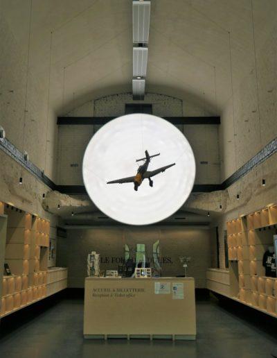 A l'accueil, un Stuka rapelle que le fort fut bombardé en 1940.