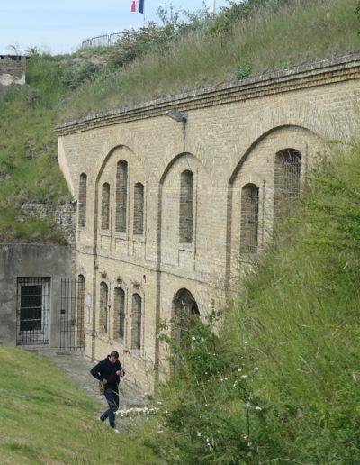 La cour sud, bombardée en 1940 lors de l'opération Dynamo...