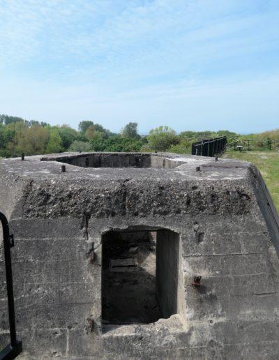 Sur un des points hauts du fort, l'emplacement du radar d'une portée de 70km, et la mer à l'horizon...
