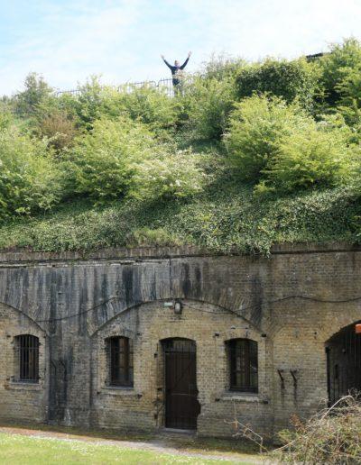 Un fort enfoui sous 4 à 6 mètres de sable.